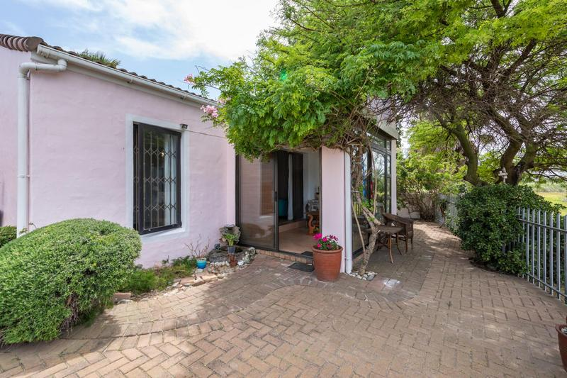 Property For Sale in Flamingo Vlei, Cape Town 5
