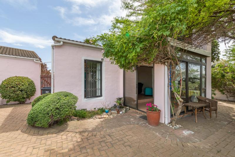 Property For Sale in Flamingo Vlei, Cape Town 4